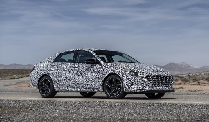 Hyundai готовится «разогреть» новый седан Elantra
